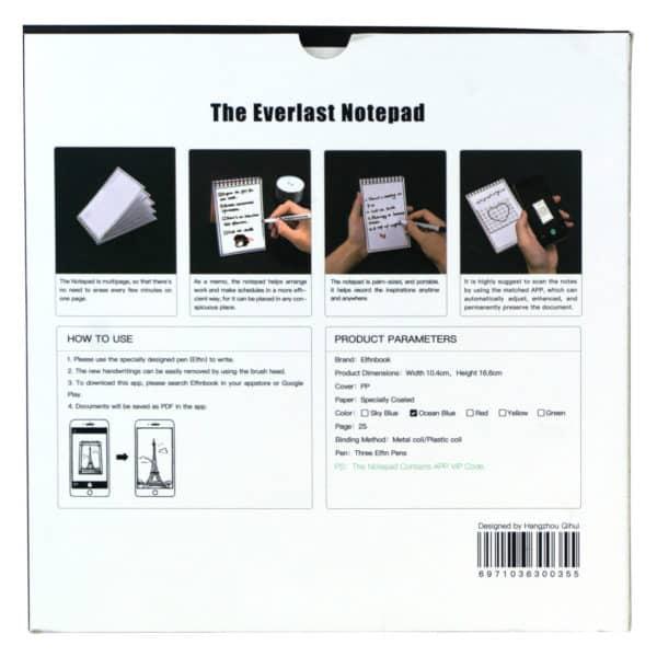 Baksiden til emballasjen til memoboken med instrukser som viser at man kan skrive og viske ut teksten med tusjene, og ta bilde av teksten, pluss informasjon om lyseblå farve og at memoboken inneholder 25 sider